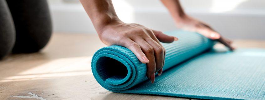 Yoga gehört neben Tai Chi, Qi Gong und Pilates zu den Sport-Präventionskursen, die der Kneippverein Berlin anbietet. - Photo by rawpixel on Unsplash